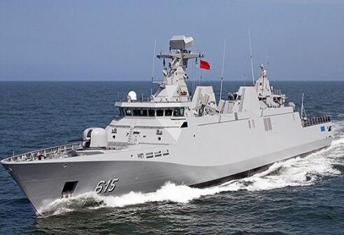 البحرية الملكية تقدم المساعدة لمركب واجه صعوبات في عرض بحر مولاي بوسلهام