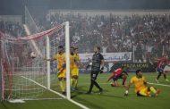 المغرب التطواني يحقق فوزه الثالث على التوالي و يحافظ على صدارة الترتيب .